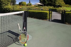 tennis-court-with-two-rackets