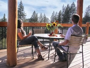 courtwood-inn-deck-couple-drinking-wine