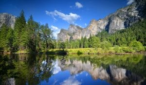 mountains and lake in yosemite national park